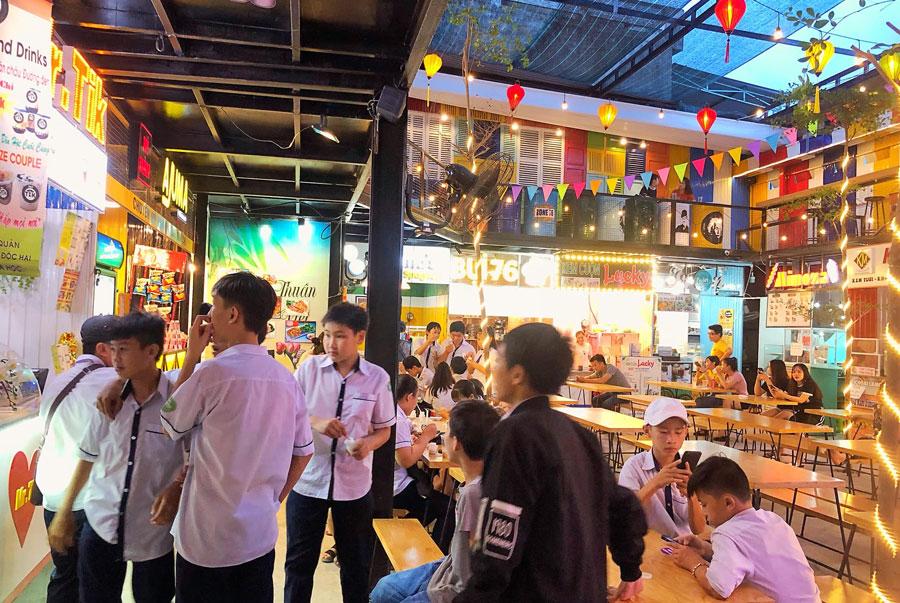 hang-ngan-ban-tre-don-trung-thu-o-am-thuc-quang-ngai-zone76